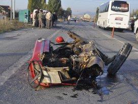 Seydişehirde otomobille traktör çarpıştı: 3 yaralı