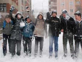 Ahırlı ilçesinde eğitime kar engeli