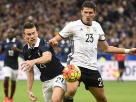 Gomez ve Podolski büyük şokta! Saldırı sonrası...