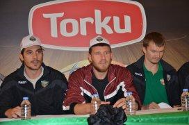 Torku Konyasporlu basketbolcular imza dağıttı