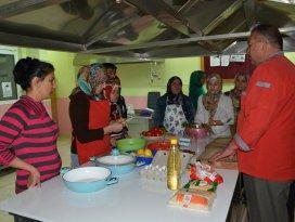 Karapınarda aşçı yardımcılığı kursu açıldı