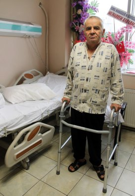 Felç olan kıbrıs gazisi ameliyatla ayağa kalktı