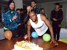 İbrahim Sissokoya sürpriz doğum günü kutlaması