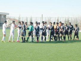 Futbol sahada oynansın