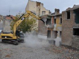 Meram'daki riskli binalar yıkılıyor