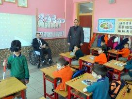 Öğrenciler engelli olmayı yaşayarak öğrenecek