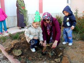 Seydişehir'de anaokulu öğrencileri 2 bin fidan dikti