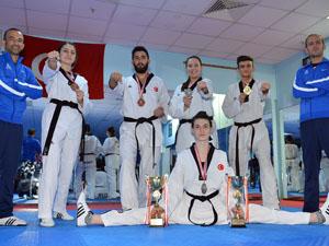 İzmir Büyükşehir Konya'dan 5 madalyayla döndü