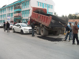 Beyşehir'de yol yapım çalışmaları sürüyor