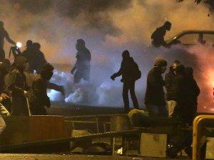 Yunanistanda polis ile göstericiler arasında gerginlik