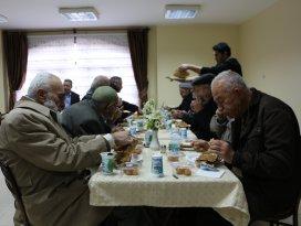 Karatay Belediyesi'nden emeklilere teşekkür yemeği