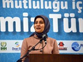 Sare Davutoğlu Konyadaki Suriyeli çocuklarla buluştu