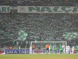 Konyaspor sahasında Bursasporu devirdi!