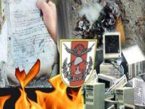 Askerler 5 kamyon belgeyi imha etti
