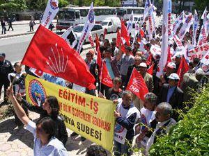 Konyadaki İşçi Bayramı parti mitingine dönüştü