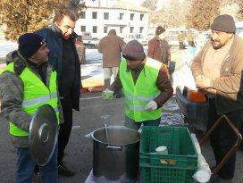 Ereğli Belediyesi'nden pazarcı esnafına sıcak çorba