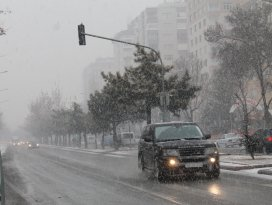 Konya Merkeze beklenen kar yağmaya başladı