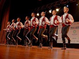 Halk dansları gösterisine yoğun ilgi