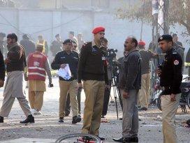 Pakistanda aşılama merkezi yakınlarında patlama: 14 ölü, 10 yaralı