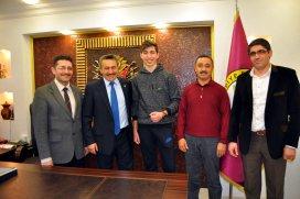 Başkan Tutal, şampiyonu tebrik etti