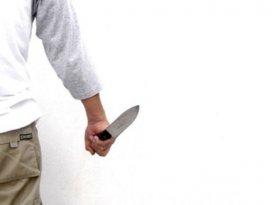 Siyah çarşafla takip ettiği nişanlısını bıçakladı