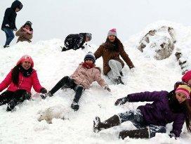 Batıda okullara kar tatili