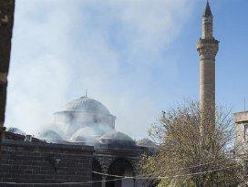Ezanlar susmasın diye evini camiye taşıdı