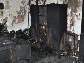 Eğitime örgüt bombası: 78 okulu yaktılar