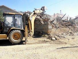 Seydişehir Belediyesi harabe evleri yıkıyor