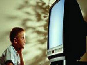 Aşırı TV izleyen çocuklar matematikten kötü not alıyor