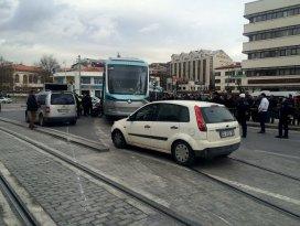 Konyada tramvay raydan çıktı