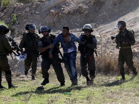 İsrail Batı Şeriada 7 Filistinliyi gözaltına aldı