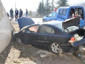 Akşehirde otomobil şarampole yuvarlandı: 4 yaralı