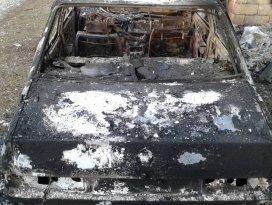 Göl kenarına bırakılan otomobil yanmış halde bulundu