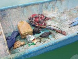Balıkçı teknesinde tüfekle vurulmuş sakar mekeler çıktı