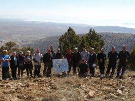 Beyşehirli doğaseverler Sivri Dağı'na tırmandı