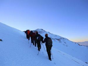 Şehitleri Bolkar Dağlarının zirvesinde andılar