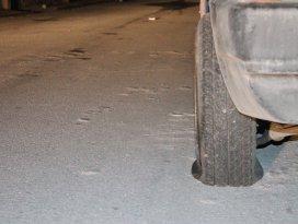 Konyada 10 aracın lastikleri kesildi