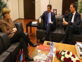 Başbakan Davutoğlu, Merkel ve Rutte ile görüştü