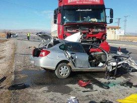 Konyada tır ile otomobil çarpıştı: 2 ölü