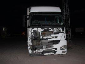 Konyada tır taksiye çarptı: 2 yaralı