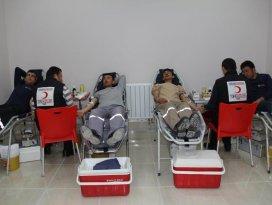 Panplast çalışanları Kızılay'a kan verdi