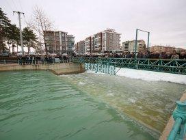 Gölden Konya Ovasına mevsimin ilk sulama suyu salındı
