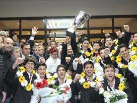 Dünya şampiyonu genç sporcular Türkiyeye döndü