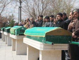 Çumrada baba ve 3 oğlunun cenazeleri toprağa verildi