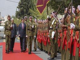 Başbakan Davutoğlu Ürdünde törenle karşılandı