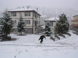 Kar yağışı Derbent'i beyaza bürüdü