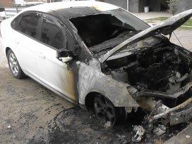 Kuluda otomobil yandı
