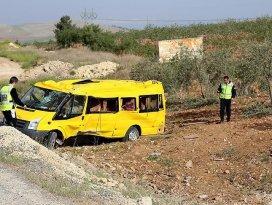 Şanlıurfada öğrenci servisi devrildi: 31 yaralı