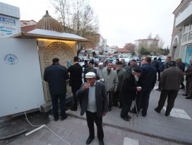 Beyşehir'de belediyeden sıcak süt ikramı